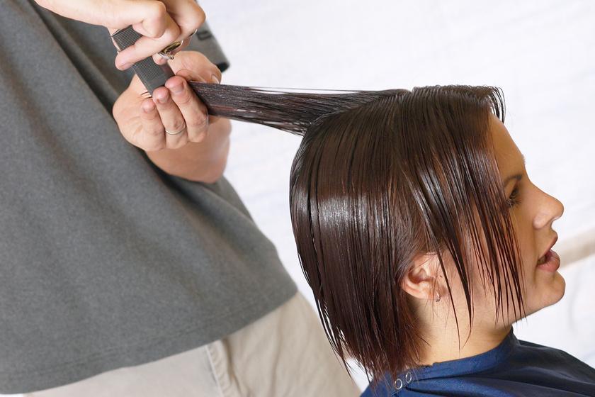 Rövidebb hajat vágattak, szinte magukra sem ismertek a tükörben - Előtte-utána képeken mutatták meg a változást