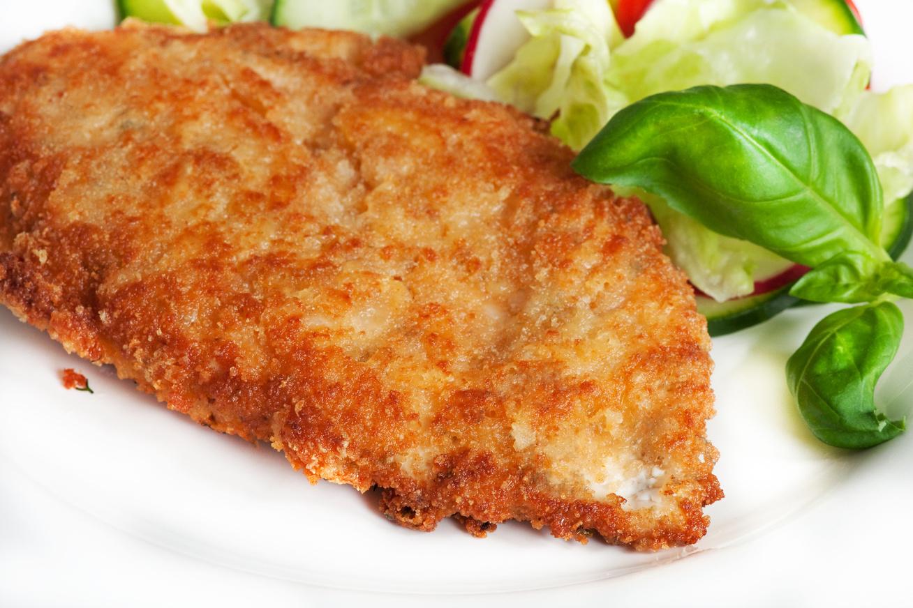 Ropogós, fűszeres rántott hús: így panírozz tojás nélkül
