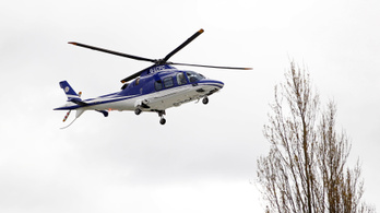 Videón, ahogy zuhan a Leicester-helikopter