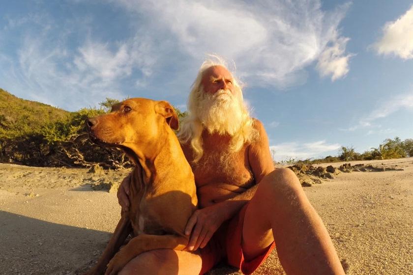 Kutyájával, Polly-val.