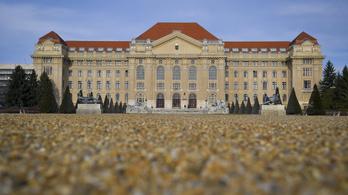 Debreceni Egyetem: Nem éltek vissza hamis pecséttel az orvosszakértők
