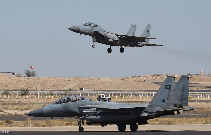 Szaúdi F-15-ösök a Khamis Mushayt katonai bázison