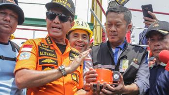 A tengerfenék homokjában találták meg az indonéz repülő feketedobozát
