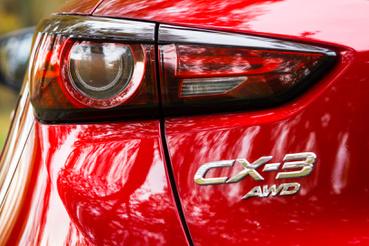 Érdekes amúgy, hogy mintha ugyanaz tervezte volna, mint az újabb Opelek hátsó lámpáit