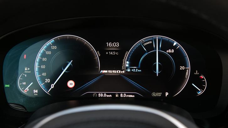 Ez az Eco Pro képernyő, ahol nem a fordulatszáma  fontos adat, hanem a fogyasztás