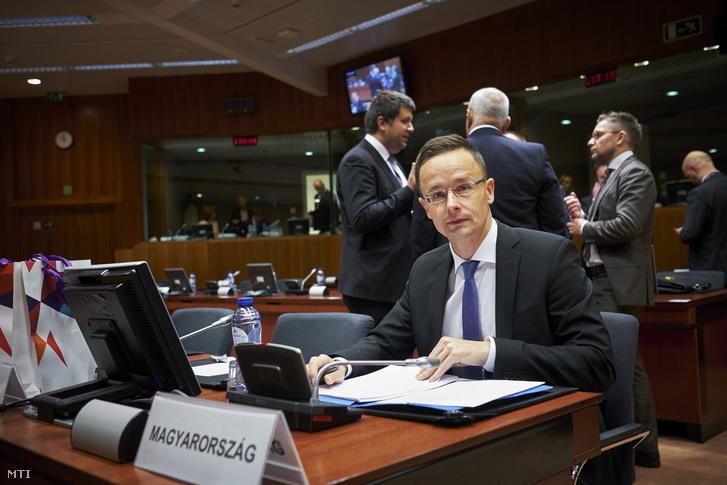 Az Európai Unió Tanácsa által közreadott kép Szijjártó Péter külgazdasági és külügyminiszterről a európai uniós Külügyek Tanácsának kereskedelmi formációjú ülésén Brüsszelben 2017. május 11-én.