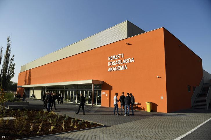 4018daf24e A több mint 2,5 milliárd forintból épült pécsi Nemzeti Kosárlabda Akadémia  az átadás napján