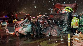 31 autót letarolt egy kamion Kínában