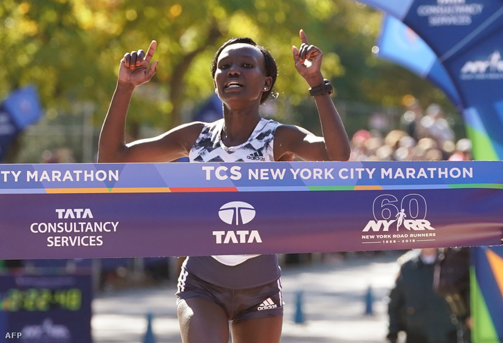Mary Keitany a New York Marathon céljában