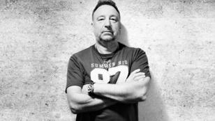 Budapestre jön a Joy Division alapítója