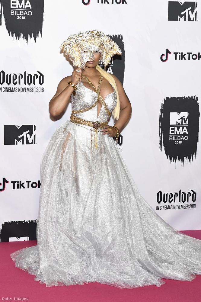 Nicki Minaj maszkban jelent meg az MTV csatorna European Music Awards, azaz EMA nevű gáláján vasárnap este a baszkföldi Bilbaóban.