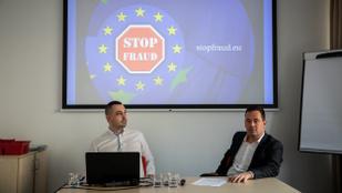 Láthatatlan pártok emberei gyűjtenének egymillió aláírást Európában