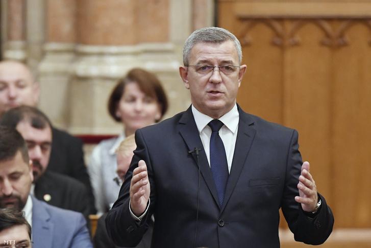 Szilágyi György jobbikos képviselő felszólal napirend előtt az Országgyűlés plenáris ülésén 2018. november 5-én.