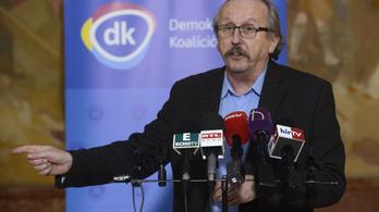 Papírt kaptak a DK-sok az ügyészségtől, hogy nem hazaárulók
