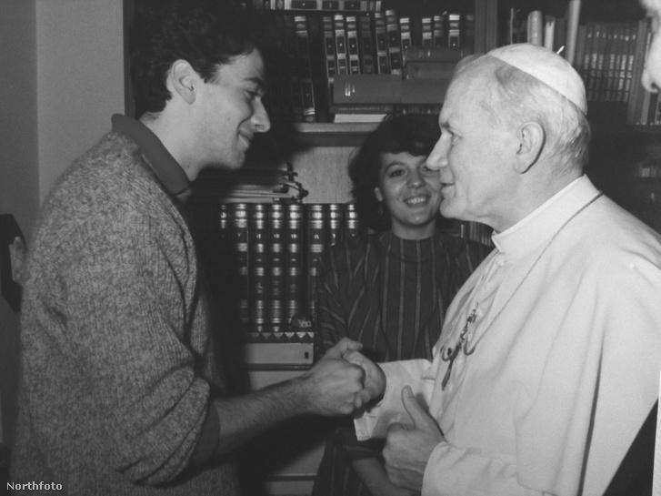 Pietro Orlandi Emanuela bátyja és II. János Pál pápa