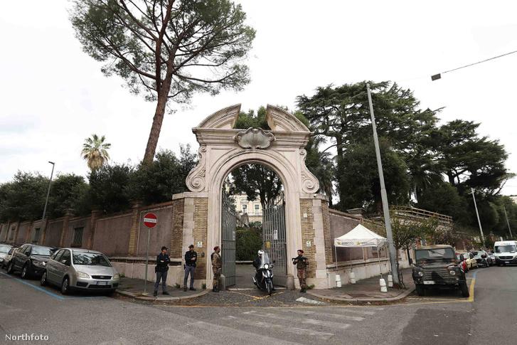 Az apostoli nunciatúra épülete a holttest megtalálásának napján
