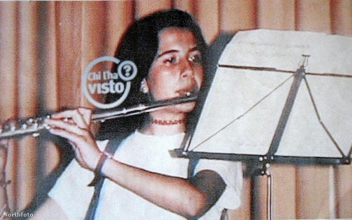 Emanuela Orlandi fuvolázik egy képen