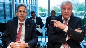 Felfele buktatták, visszakoztak, most nyugdíjazzák a német titkosszolgálat vezetőjét
