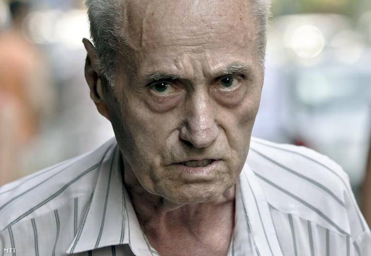 2013. július 30-i kép Alexandru Visinescu román volt kommunista börtönparancsnokról Bukarestben. Az emberiesség elleni bûnökért 20 éves szabadságvesztését töltõ Visinescu 2018. november 5-én meghalt a rahovai börtönkórházban.