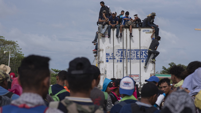 Trump katonái várják a közép-amerikai menekültcsoportot