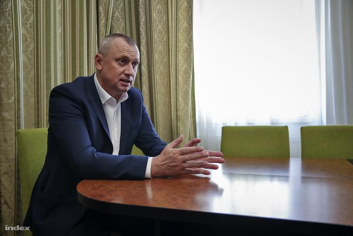 Babják Zoltán Beregszász polgármestere. Nem az ukrán rovására akarunk magyarul tanulni. De a magyar nyelvű oktatás fenntartása jogos igény.