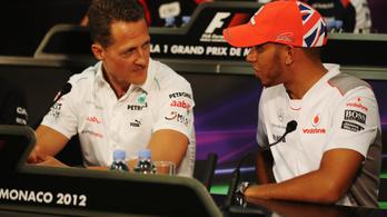 Hamilton rámegy Schumacherre