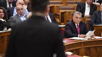 Az LMP a parlament elé is benyújta a Néppárt demokráciát védő határozatát