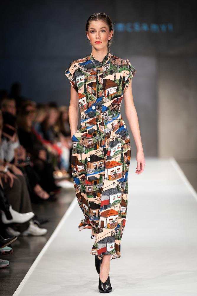 Tomcsányi Dóra ismét egy csodás mintákban gazdag kollekciót mutatott be, és ismét a múltból merített ihletet