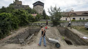 Európai jelentőségű leleteket találtak a füleki várban
