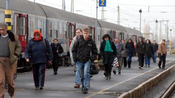 Két mozdony is lerobbant, 9 órás lett a vonatút