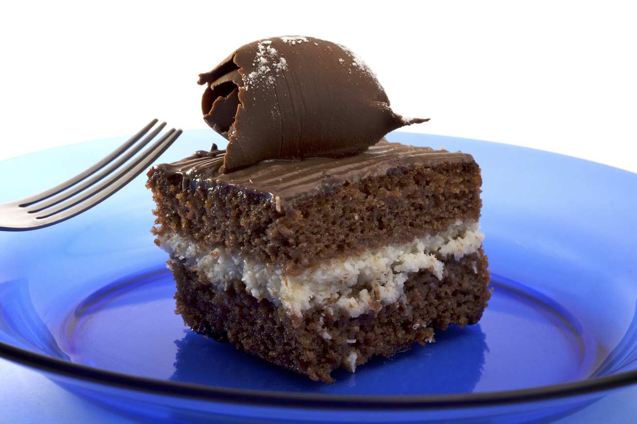 Dupla csokis süti kókuszos krémmel töltve: az alap egyszerű kevert tészta