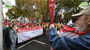 A cafeteria visszaállításáért tüntettek a szakszervezetek