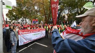 A cafeteria visszaállításáért tüntetnek a szakszervezetek