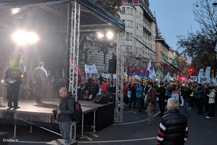 Szakszervezetek demonstrációja a Kossuth téren 2018. november 6-án