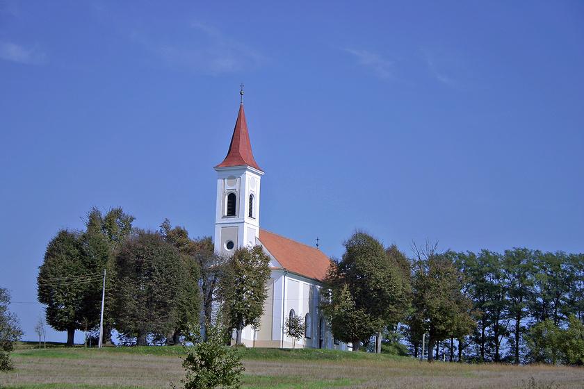 Szalafő és Bajánsenye szomszédságában, közvetlenül a határ mentén található a 356 fős Őrihodos. A falun végigfutó Dolányi-patak, az evangélikus templom és a víztározó is megér egy túrát.