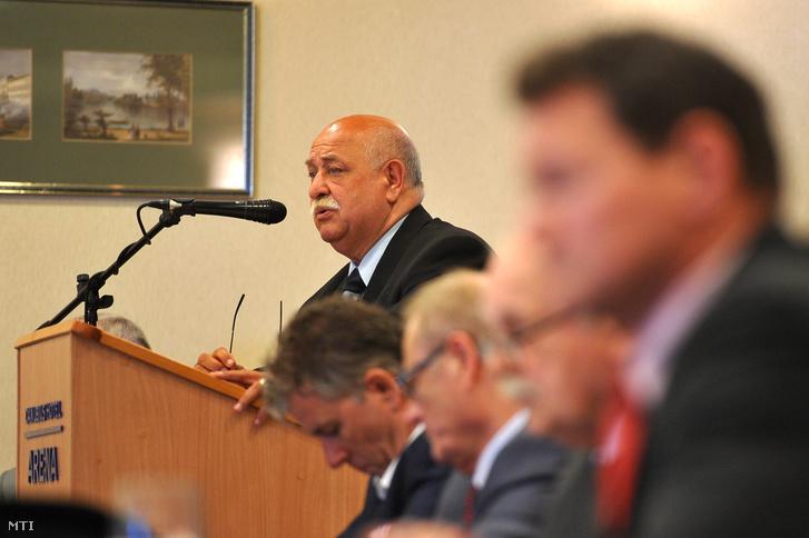 Csötönyi Sándor, a Magyar Ökölvívó Szakszövetség (MÖSZ) távozó elnöke beszédet mond a MÖSZ közgyûlésén 2017. április 1-jén.