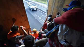 A menekültkaraván több ezer tagja kért menedéket Mexikóban