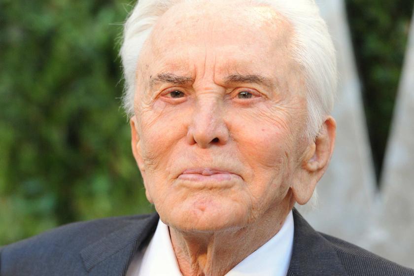 Friss fotón a 101 éves Kirk Douglas - A hollywoodi legenda remekül néz ki