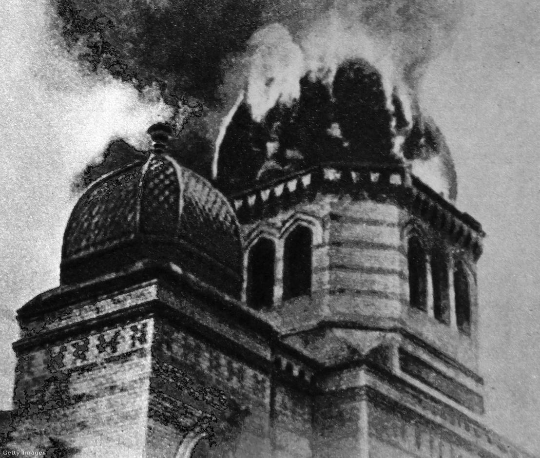 A felgyújtott Eberswalde zsinagóga Berlinben, 1938. november 9-én