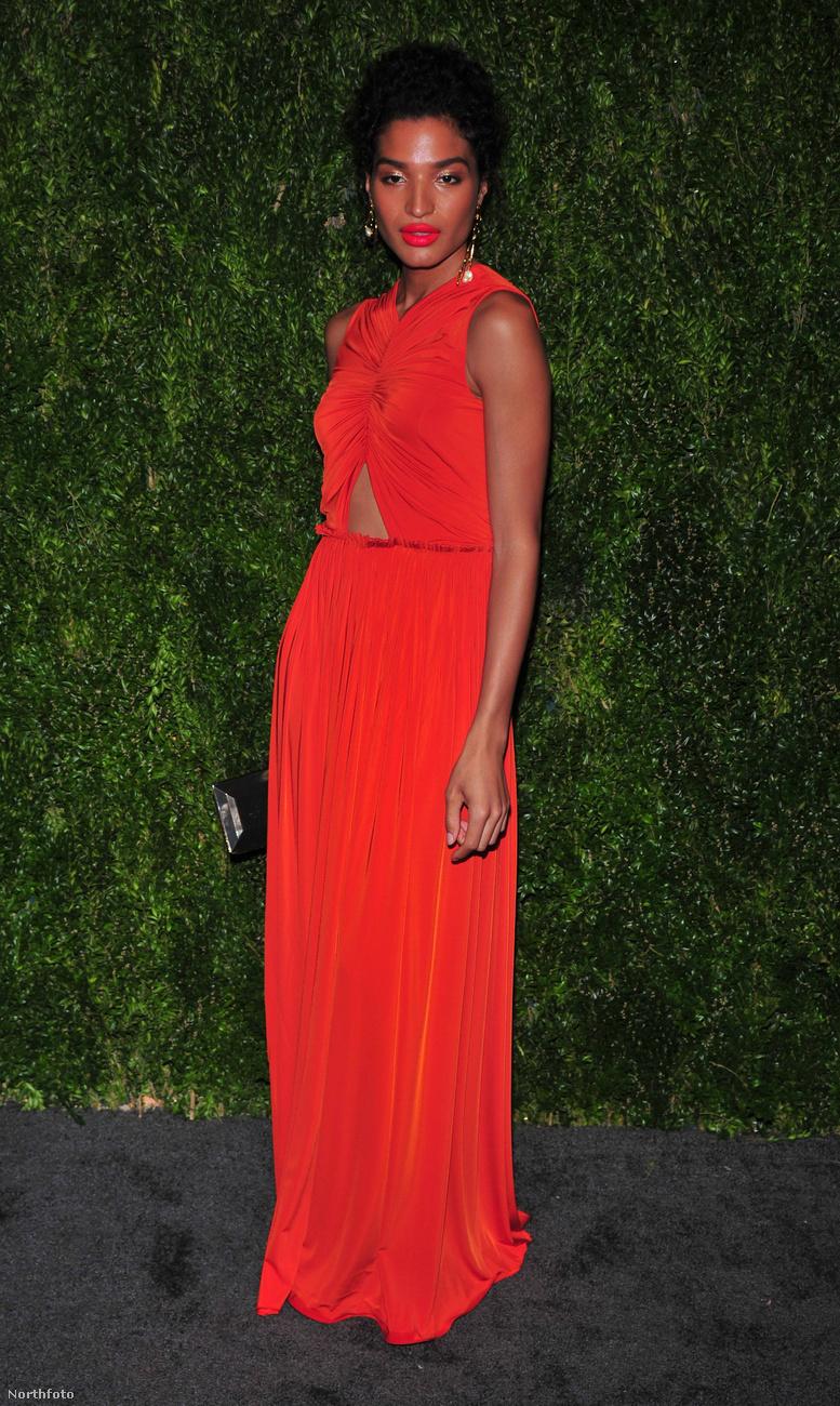 A felhozatalból még India Moore piros ruháját szerettük, ami ugyan szintén elég egyszerű, de jó a hossza, jó a színe és a haskivágással még egy kis játékosság is van benne