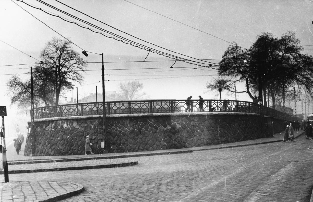 Az 1862 és 1962 közt létező pályaudvar jellegzetes eleme volt a fordító.