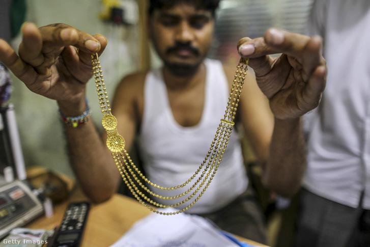 Aranykereskedő Indiában