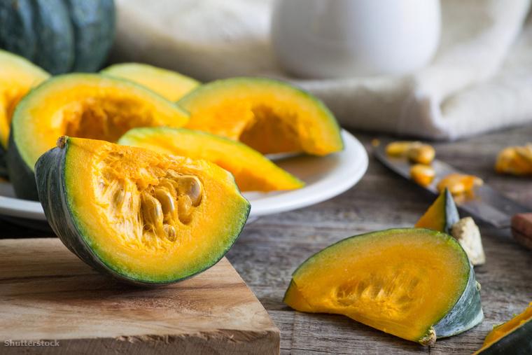 A kabocha, vagy más néven japán sütőtök puha, narancssárga húsú tök, aminek az nálunk népszerű fajtákkal ellentétben zöld a héja