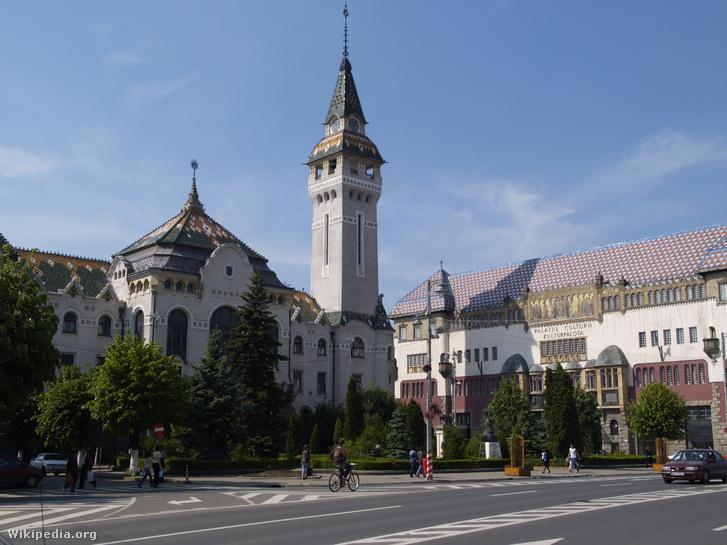 Az építészpáros két fontos épülete Marosvásárhelyen. Balra a Közigazgatási Palota, jobbra a Kultúrpalota