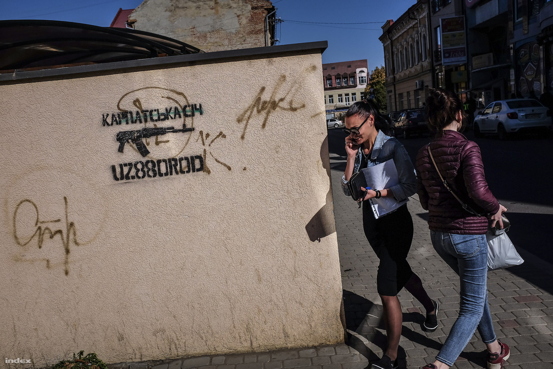 Ukrán nacionalista falfirka Ungvár belvárosában.
