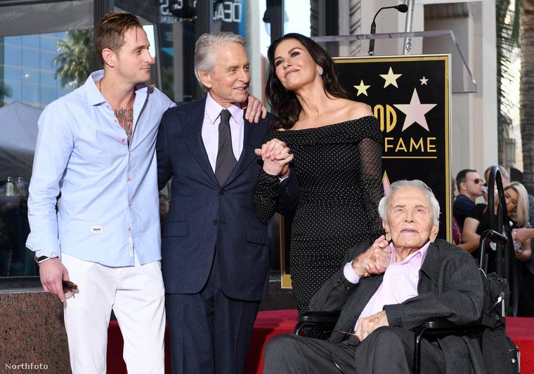 Egyik - a börtönviselt -  fia, Cameron Morrell Douglas és apja, Kirk Douglas is jelen volt, amikor Michael megkapta a csillagot.