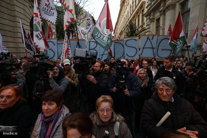 Jobbikos tüntetés a Bródy Sándor utcában, 2018. október 23-án