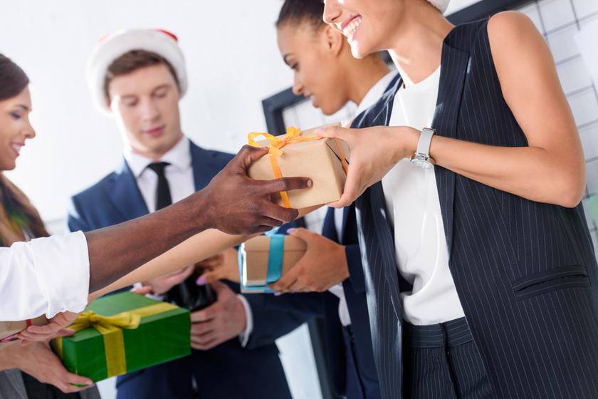iroda ajándék kollégák munkahely karácsony