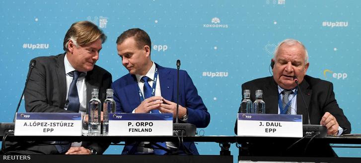 Antonio Lopez-Isturiz, Petteri Orpo és Joseph Daul az Európai Néppárt (EPP) kétnapos kongresszusán 2018. november 7-én Helsinkiben.