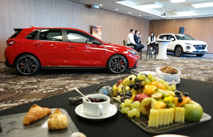 A Hyundai és Michelisz Norbi kapcsolata egyre gyömölcsözőbb, ott van az i30-cal menő M1Ra-csapat is, ufgyebár